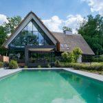 Exclusieve villa met zwembad afgewerkt met ipe
