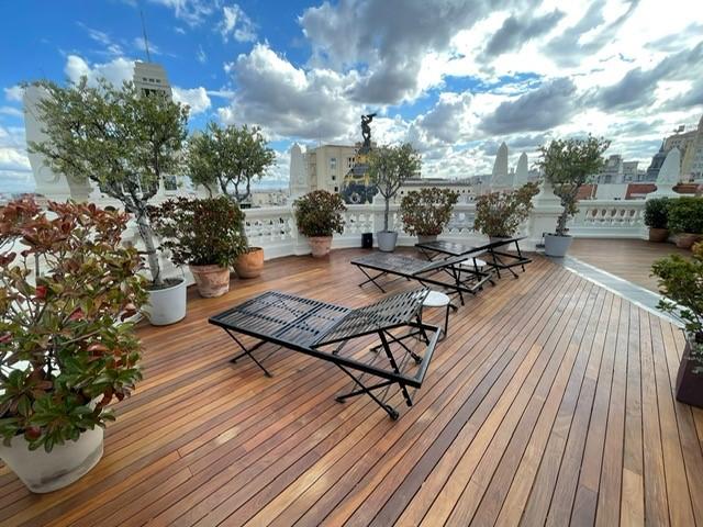 Ipé buitenparket op dakterras van hotel in Madrid